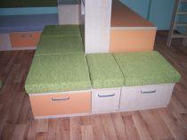 lamino dekor dřeva, unidekor barevný, jednoduše přestavitelné díly na postel pro kamaráda