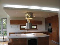 výsuvná závěsná digestoř s dálkovým ovládáním,snížení stropu včetně osvětlení