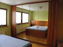 vestavěná skříň, lamino v dekoru dřeva-Praha